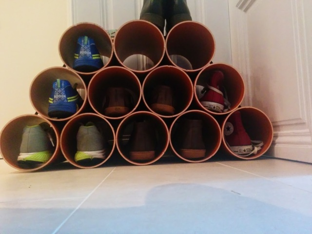 Schuhregal aus Rohren und Spanngurt selber gebaut