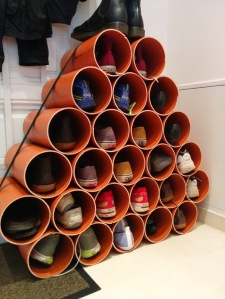 Schuhregal aus Kanalrohren selber gebaut